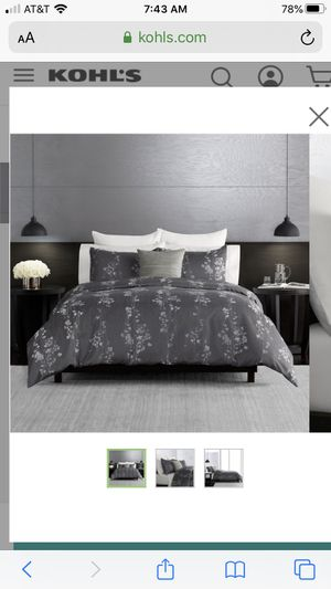 Vera Wang Queen Comforter for Sale in Chelmsford, MA