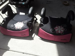 1 infant carseat 2 booster seats for Sale in Fort Worth, TX