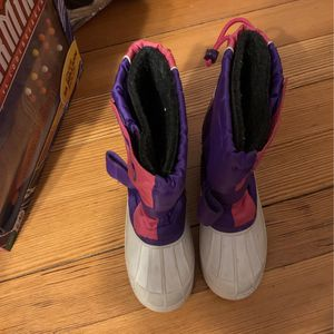 Little girl snow boots size 1 for Sale in Sharon, MA
