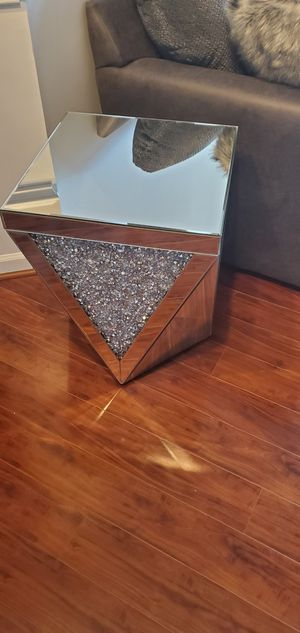 Glass table for Sale in NO POTOMAC, MD