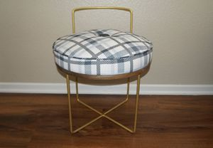 Cute chair for Sale in Rancho Cucamonga, CA