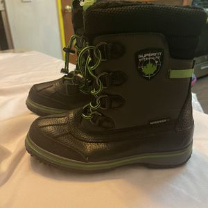 Boys Boots Size 3 for Sale in Los Angeles, CA