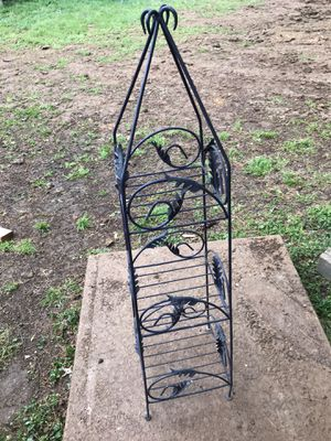 Metal black holder for 4-5 plants for Sale in Creve Coeur, MO