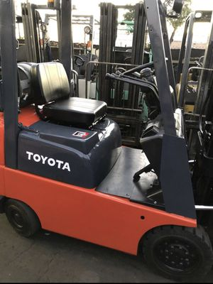 Toyota Forklift 3000 lbs triple stage sideshift low hours for Sale in Stanton, CA