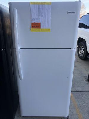 12/12/19 NEW FRIGIDAIRE 18 cu ft TOP FREEZER REFRIGERATOR IN WHITE 90 days warranty garantia/escrito for Sale in Dallas, TX