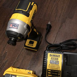 New DeWalt Xr 10 volts 3 speed Xr Batteries And Charger New for Sale in Arlington, VA