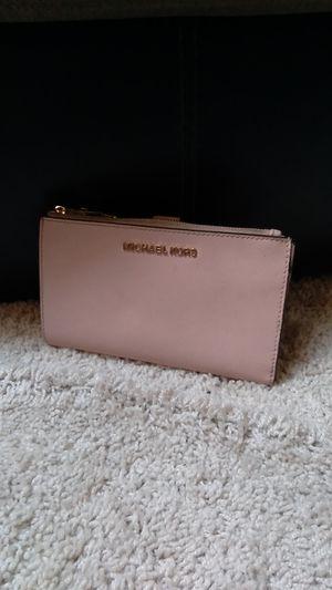 Michael Kors Jetsetter wallet - Pink for Sale in Dallas, TX