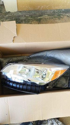2015 ford escape driver side headlight for Sale in Haines City, FL