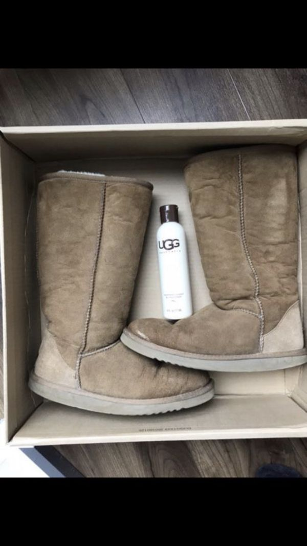 Size 7 UGG has little hole.. check all the pics