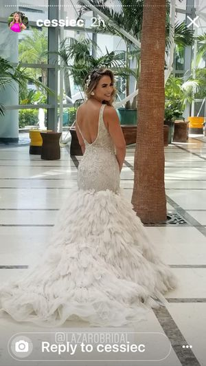 Lazaro design wore once size 6 for Sale in Pembroke Pines, FL
