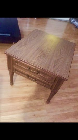 Solid wood end table. Excellent condition for Sale in Phoenix, AZ