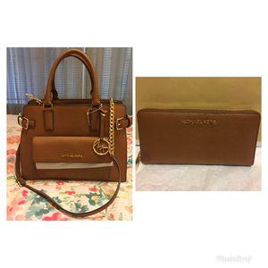 New Authentic Michael Kors Handbag with Shoulder Strap and Large Wallet Set for Sale in Bellflower, CA