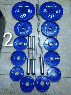 Set of olympic weights with a curl bar and Dumbbells for Sale in Chula Vista, CA