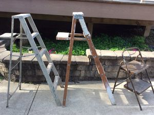 Ladders 5 ft or kitchen step stool for Sale in Glenshaw, PA