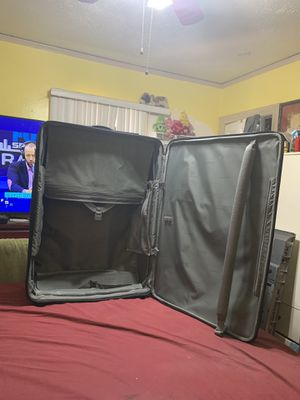 Big luggage 🧳 carrier in good working conditions for Sale in Huntington Park, CA