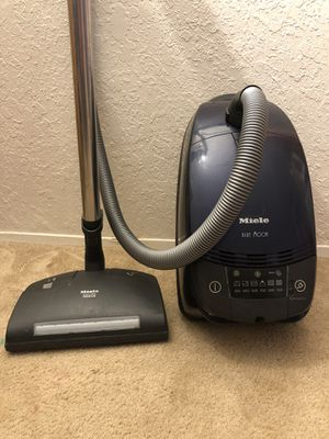 Miele Blue Moon Vacuum Cleaner for Sale in Tacoma, WA