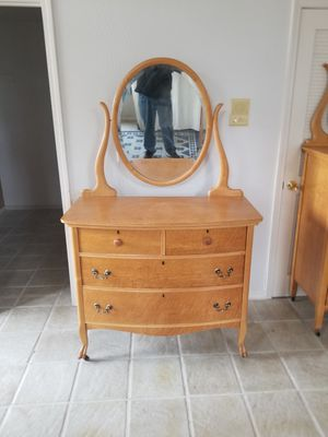 All wood 4 drawer dresser with mirror for Sale in Selma, CA