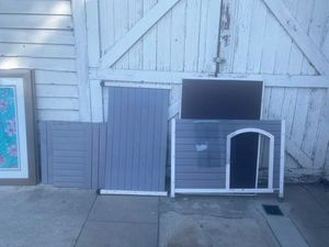 Pets fit dog house for Sale in San Bernardino, CA