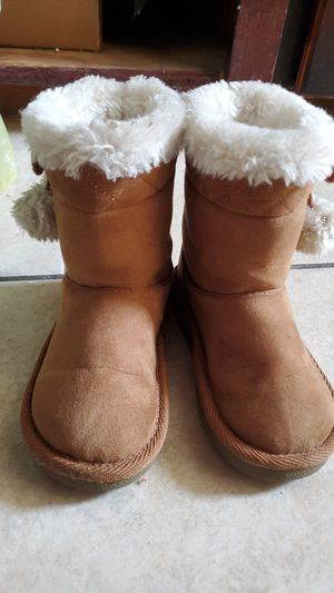 Toddler girl fur boots for Sale in Fort Worth, TX