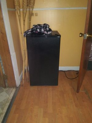 Mini fridge for Sale in Cleveland, OH