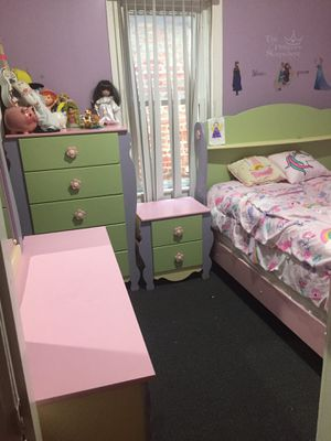 Full Bedroom set for girls bed for Sale in Chicago, IL