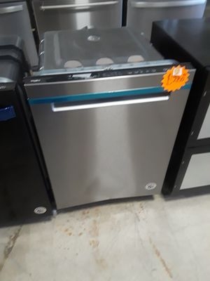 WHIRLPOOL STAINLESS STEEL DISHWASHER OPEN BOX ITEM for Sale in Riverside, CA