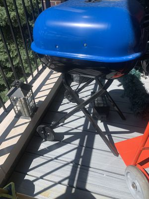 Charcoal grill for Sale in Chicago, IL