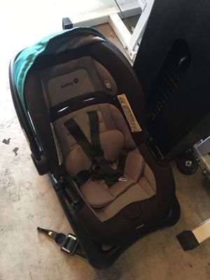 Baby car seat and base for Sale in Albuquerque, NM