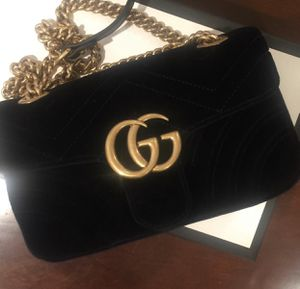 Gucci velvet 5.5 for Sale in Midway City, CA