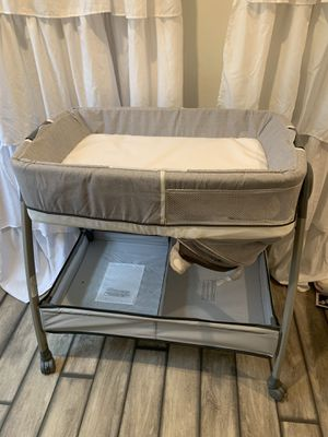 Changing table and bassinet for Sale in Trenton, NJ