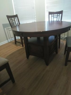 Broyhill dining table and 4chair set for Sale in Fresno, CA