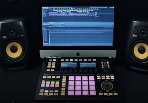 Maschine studio beat machine for Sale in Queens, NY