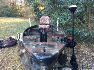 RiverHawk Duck boat B-60 (flats, hunting, fishing, gig, 4-stroke, camo, push pole) for Sale in Charlotte, NC