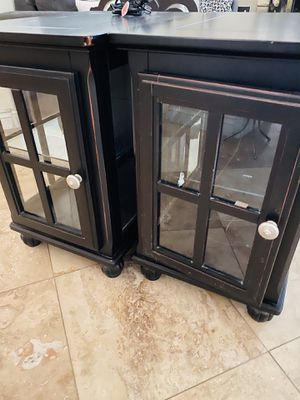 End table or night stand w/light for Sale in Bakersfield, CA