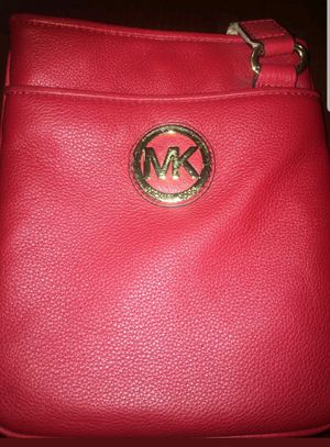 Michael kors red crossbody for Sale in Hastings, NE