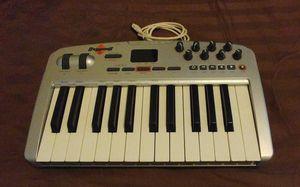 Oxygen8 v2 midi keyboard for Sale in Zanesville, OH