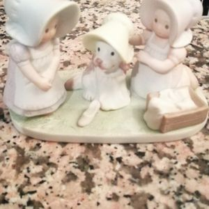 """1994 Circle Of Friends """" Be HAPPY!"""" Figurine for Sale in Las Vegas, NV"""