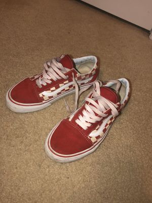 Red checkered vans classic for Sale in Lawrenceville, GA