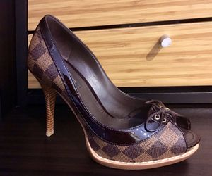 Authentic Louis Vuitton Shoes! Size 7 1/2 IN GREAT CONDITION! for Sale in Tampa, FL