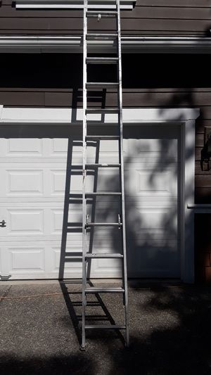 20 ft aluminum extension ladder for Sale in Puyallup, WA