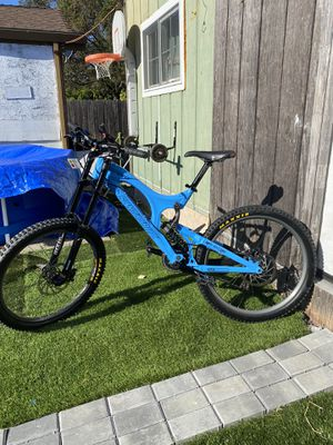 Santa Cruz V10 downhill bike (Meduim) for Sale in Richmond, CA