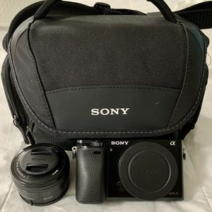 Sony a6000 w/ 15-60mm Kit Lens & Carrying Case for Sale in Jacksonville, FL