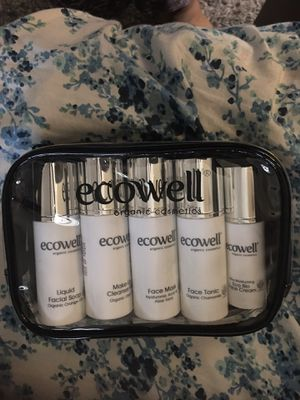 Ecowell Cosmetics Set. for Sale in Garden Grove, CA