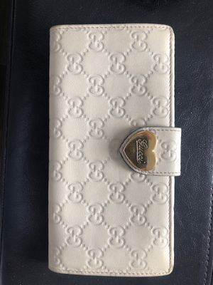 Gucci handheld wallet for Sale in Ceres, CA