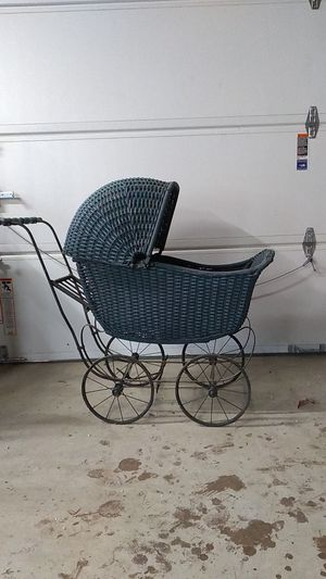 Doll Buggy,Old Fashioned, Wicker Doll for Sale in GERMANTWN HLS, IL