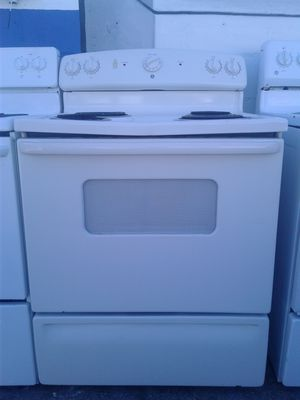 GE coil top stove for Sale in Tampa, FL