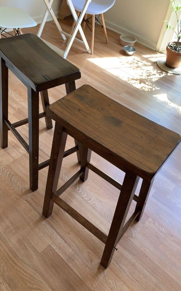 Set of bar stools - 2 total