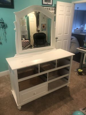 Cafe kids Kids Dresser White W Drawers and mirror for Sale in Mill Creek, WA
