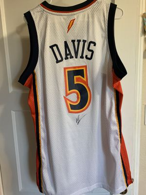Reebok Golden State Warriors Baron Davis Swingman Home White Jersey Autographed size Medium for Sale in Oakland, CA