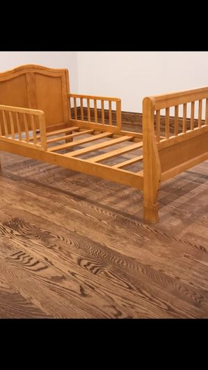 Toddler bed frame for Sale in Carpentersville, IL
